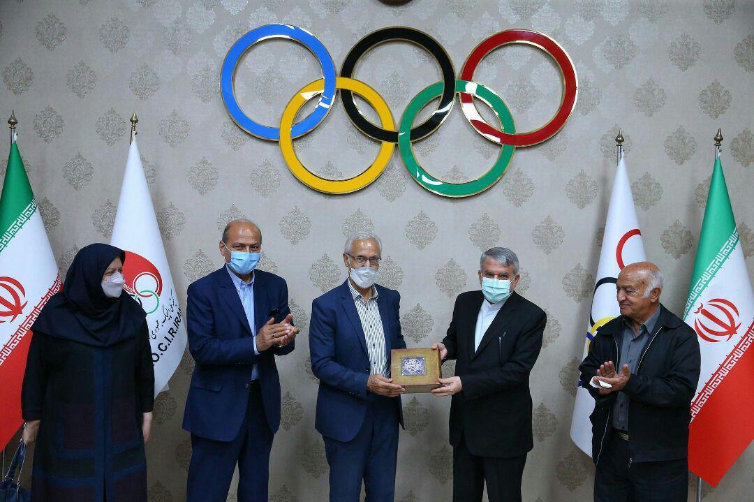 نشست اعضای هیات مدیره کانون مربیان فوتبال ایران با آقای دکتر صالحی امیری